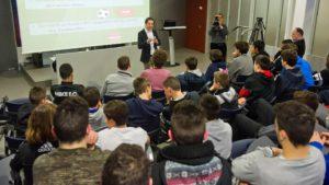 Conferencia del Dr. Francesc Matas en el auditorio de la Masia del FC Barcelona